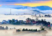 Đà Lạt hấp dẫn du khách với sự lãng mạn của muôn hoa đua sắc, khí hậu dễ chịu, chứ không phải đợi đến mùa săn mây tháng 7, tháng 8 như mọi khi. Các tín đồ săn mây, chụp hình vẫn có thể ghé thăm Đà Lạt ngay thời điểm này.