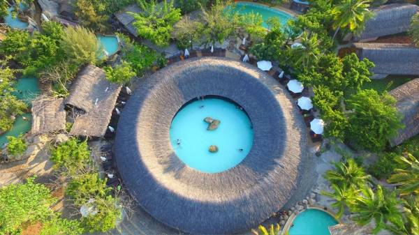 Cứ ngỡ ở Bali với bể bơi và công viên nước khoáng đầu tiên tại phố biển Nha Trang