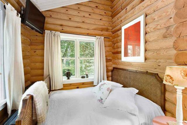 Một phòng ngủ khác bé hơn.