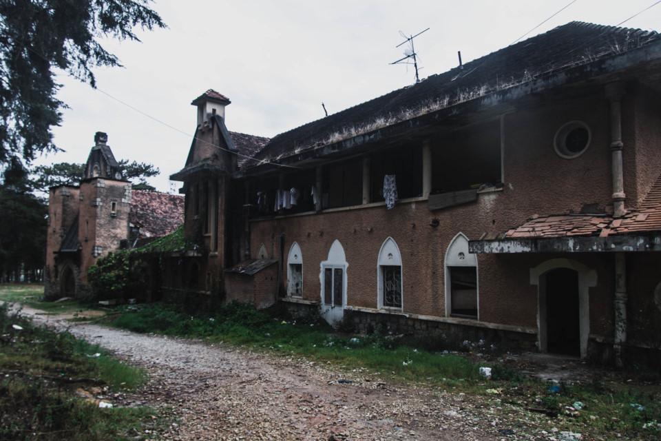 5 công trình bị bỏ hoang tại Việt Nam, muốn có những bức ảnh kì bí hết cả hồn thì nhất định phải đến! - Ảnh 2.