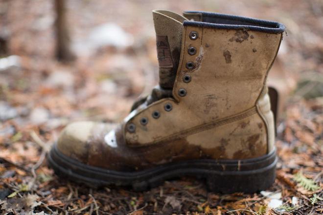 Khu rừng bí ẩn ở Canada: Hàng trăm đôi sneakers bị đóng đinh lên cây, không ai biết lý do vì sao - Ảnh 11.