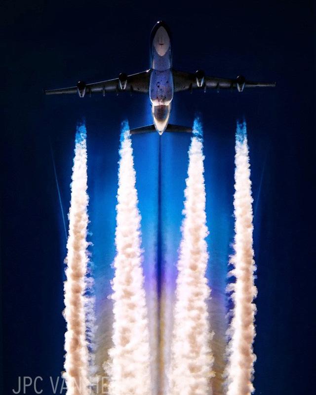 Instagram của phi công này sẽ giúp bạn mường tượng ra làm việc ở độ cao 11.300m trông như thế nào - Ảnh 11.