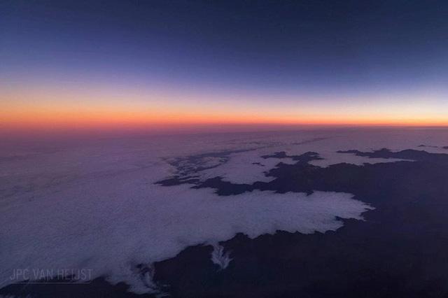 Instagram của phi công này sẽ giúp bạn mường tượng ra làm việc ở độ cao 11.300m trông như thế nào - Ảnh 3.