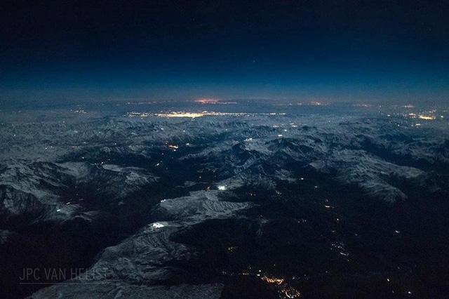 Instagram của phi công này sẽ giúp bạn mường tượng ra làm việc ở độ cao 11.300m trông như thế nào - Ảnh 6.