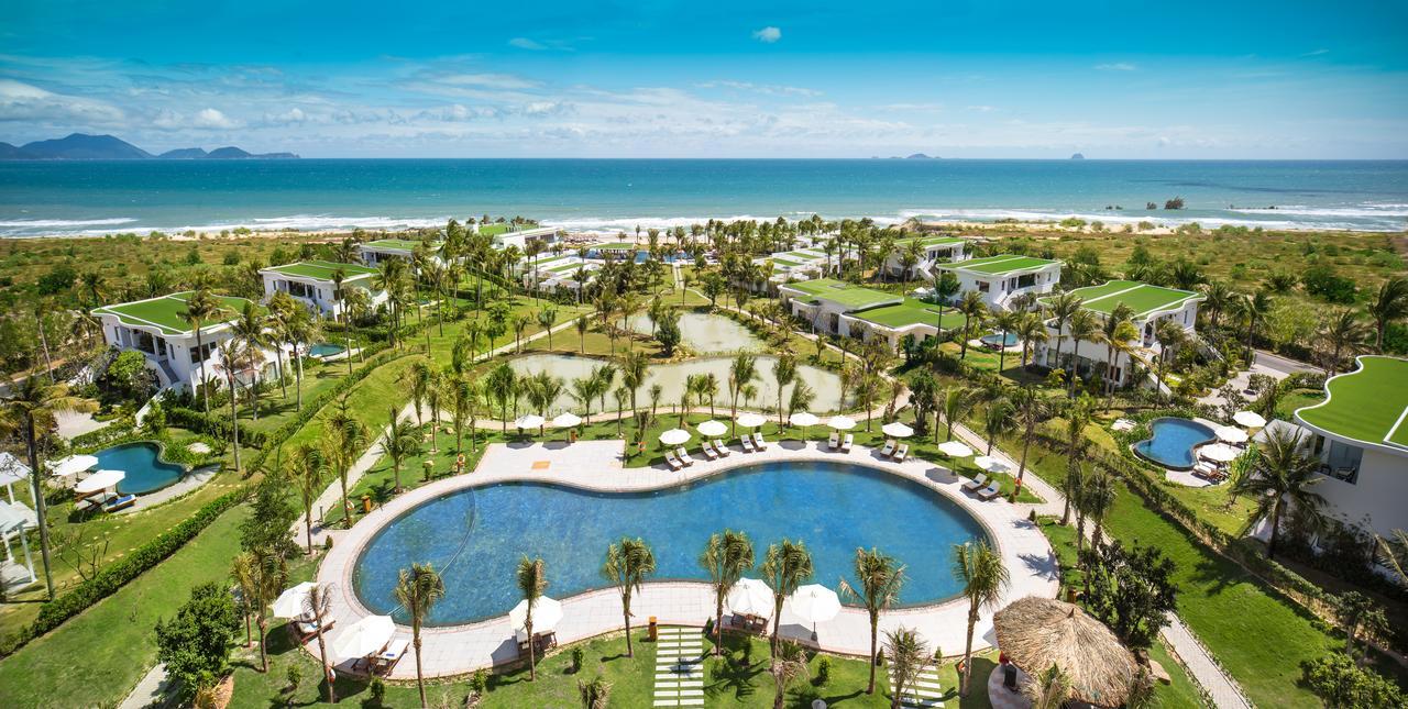Resort khu vực bãi dài đều có bãi biển riêng và không gian tươi mát cho kỳ nghỉ hoàn hảo.