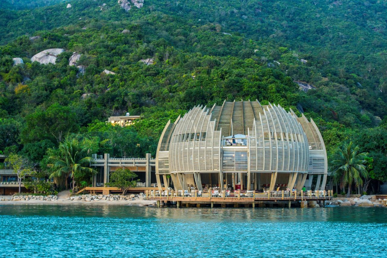 Resort cao cấp trên Vịnh Ninh Vân.