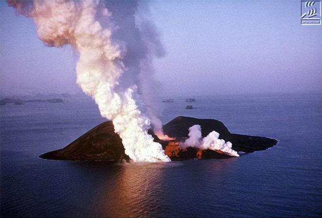 Đảo núi lửa Surtsey: Cấm địa kỳ bí của giới khoa học ngoài khơi Iceland, đến năm 1963 mới được phát hiện - Ảnh 2.