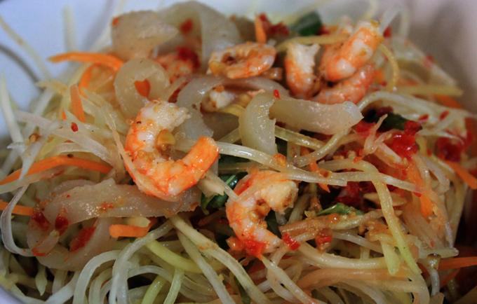 Món ăn kết hợp nhiều nguyên liệu bắt mắt.