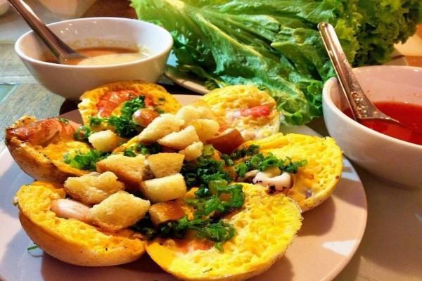 Ăn sáng ở Nha Trang bằng bánh căn hải sản
