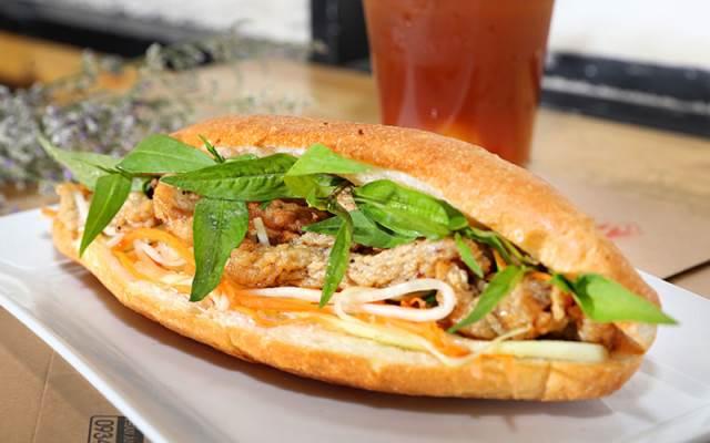 Ăn sáng ở Nha Trang với bánh mỳ chả cá