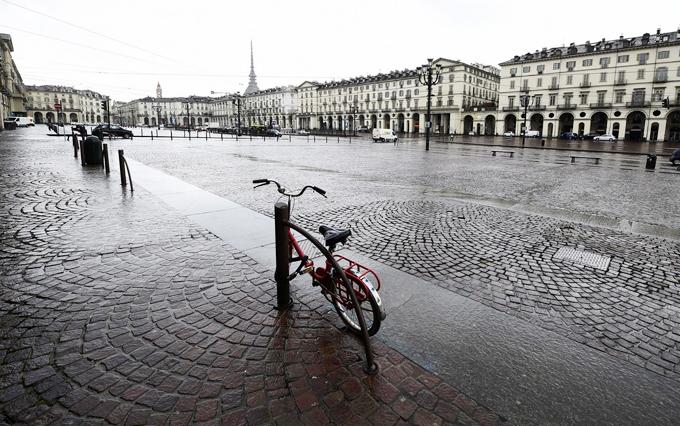 Các điểm du lịch Italy trống vắng vì Covid-19 - 11