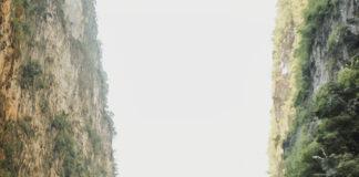 Ngồi thuyền trên sông Nho Quế là trải nghiệm không thể bỏ qua. Ảnh: Nguyễn Kỳ Anh