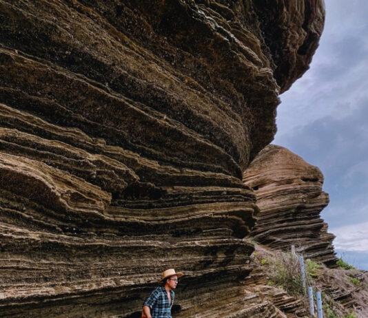 Vách đá dựng đứng đầy hiểm trở. Ảnh: Vnexpress